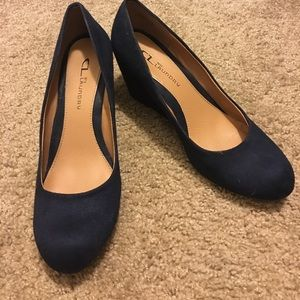Chinese Laundry Size 8 Suede Heels