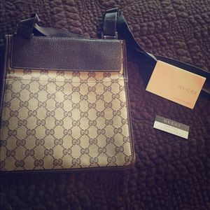 Gucci Handbags - GUCCI cross body purse