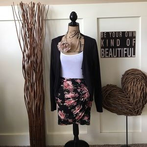 Dresses & Skirts - Pretty floral sarong style mini skirt
