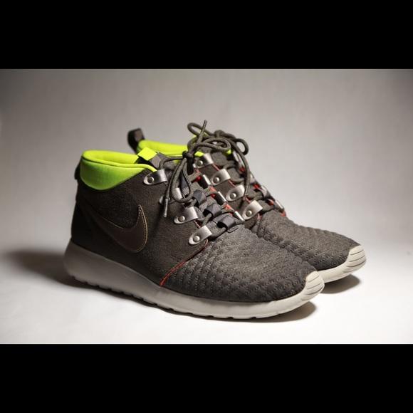 93a3b267d3bf Nike Roshe Run Sneaker Boot - olive green. M 590677edbf6df5ff9f0256e1