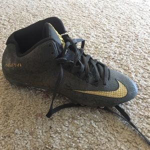 Nike Other - Nike football cleats in EUC SZ 9