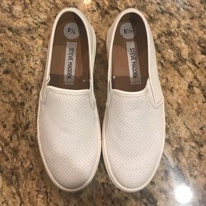 Steve Madden Shoes - Steve Madden slip on sneakers