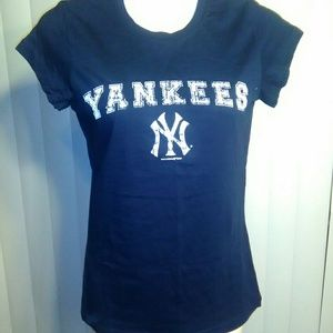 New without tags NY YANKEES MLB t shirt