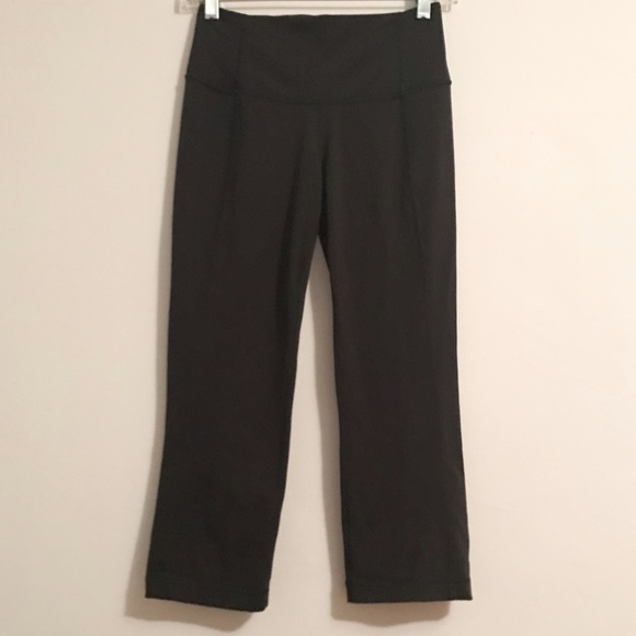lululemon athletica lululemon black capri leggings size