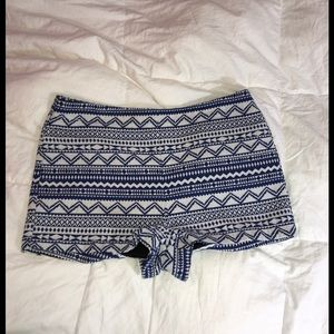 Forever21 blue & white embroidered shorts size L