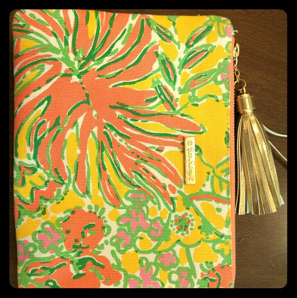 Lilly Pulitzer Bags - Lilly Pulitzer Floral Clutch go Summer