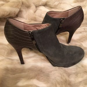 Vince Camuto Shoes - Vince Camuto Elven in Gray Suede