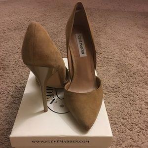 96d4270ac06 Steve Madden Shoes - Steve Madden Varcityy suede pump - size 9