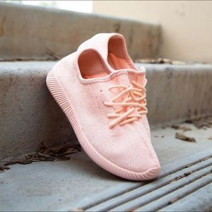 Pink flyknit sneaker shoes