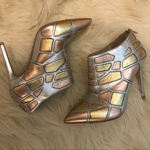 Via Spiga Shoes - 🚨Via Spiga silver rose gold heeled booties