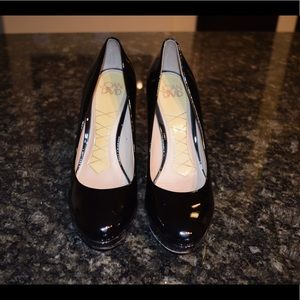 Joan & David black patent leather heels 👠