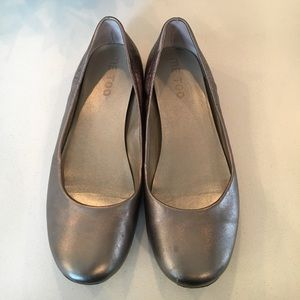 Me Too Shoes - Me Too leather metallic silver shoes