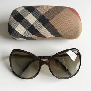 Burberry Italy Classic Sunglasses Chic Gold Logo
