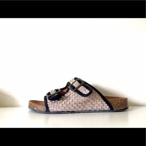 bernie mev. Shoes - 21$ Bernie Mev sandals