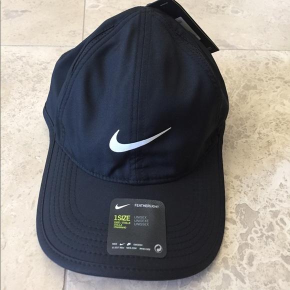 UNUSEX NIKE LIGHTWEIGHT BREATHABLE COMFORT HAT. M 590779262599fe8e7d00eccf 67e64b3b205