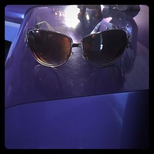 Dereon Accessories - Sunglasses with the case !