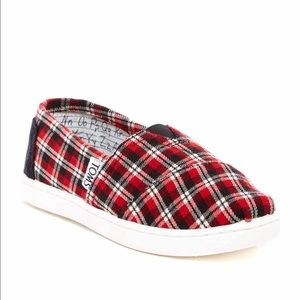 Youth TOMS slip on round toe flat shoes