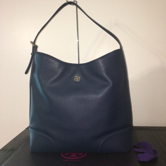 5d17272facc3 Tory Burch Landon Hobo