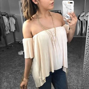 Leith Tops - • Off the Shoulders Blouse •
