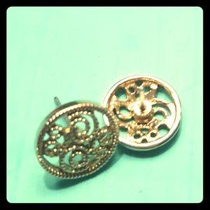Gold tone milgrain post earrings