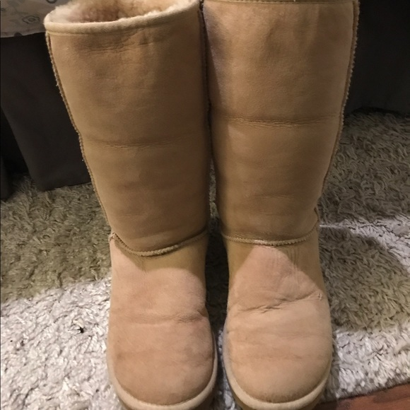 5160125fb9b AUTHENTIC Classic Tall Sand Uggs size 7