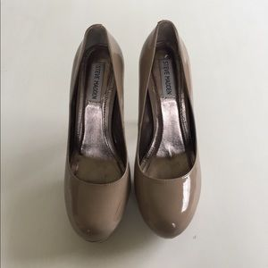 Steve Madden Patent Leather Nude Pumps