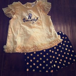 Baby Essentials Other - 🐝-utiful ruffle bottom short outfit