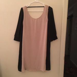 Dresses & Skirts - Black and Tan dress with three quarter sleeves