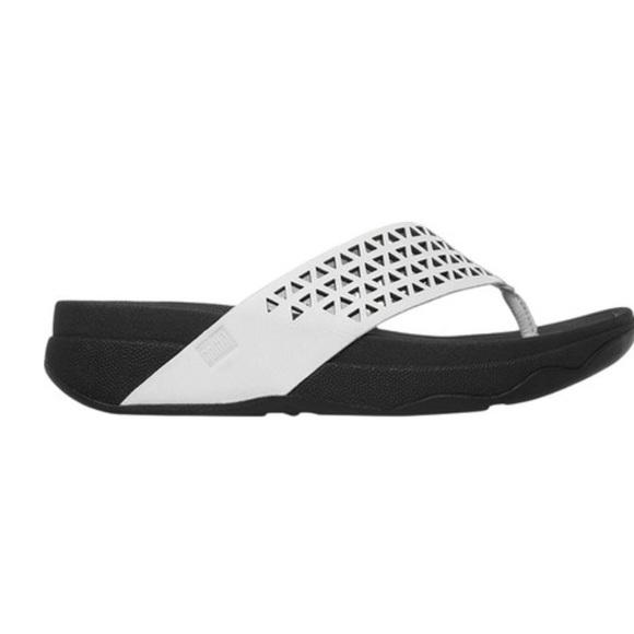 406e3090fa6170 FitFlop Women s Leather Lattice Surfa Thong Sandal