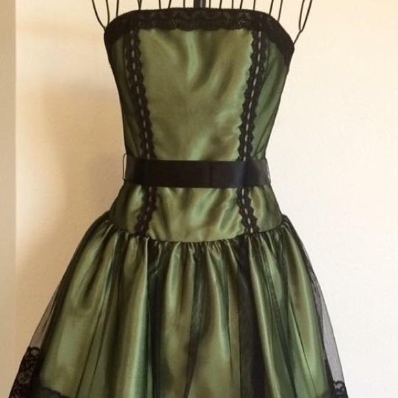 Jessica McClintock Dresses & Skirts - VINTAGE JM - Gunne Sax dress 💚