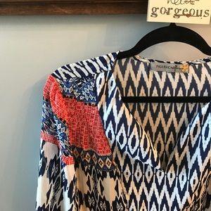 Tops - NWOT Flowy 3/4 sleeve blouse