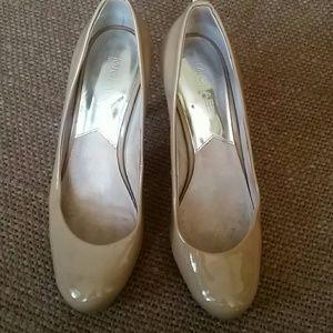 Michael Kors  classic nude round toe  heels