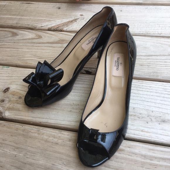 bdf168f0506 Valentino Black Patent Leather Bow Pumps. M 5908cbdf4e8d178037009837