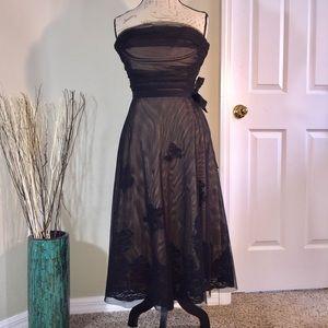 BCBGMaxAzria Dresses & Skirts - BCBGMaxAzria Strapless Black Lace Formal Dress