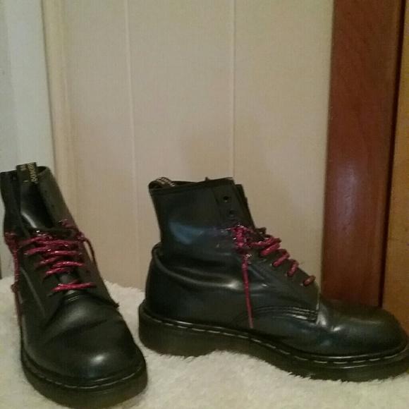 dr martens the original dr martens air wair boots from. Black Bedroom Furniture Sets. Home Design Ideas