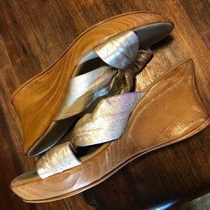 Onyx Shoes - Sale❤️ Onyx Puffy Sandals Platinum size 8