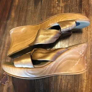 Onyx Shoes - Onyx Puffy sandals Gold size 8
