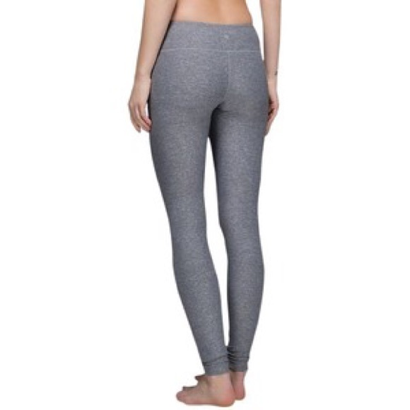 Even if you don't mind splurging on a pair of feels-like-being-naked leggings that fit like a glove and pass the squat test, the good news is: Lululemon has some perfect-for-fall options on sale.