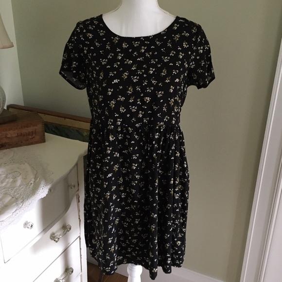 c67cb4f4bd1 Old Navy Black Baby Doll Dress with Flowers. M 5909262b2de512712d0047c4
