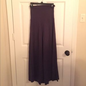 Hive & Honey Dresses & Skirts - Navy maxi skirt with great lining.