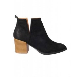 Dorimas Closet Shoes - Beautiful black cut out Booties ❤