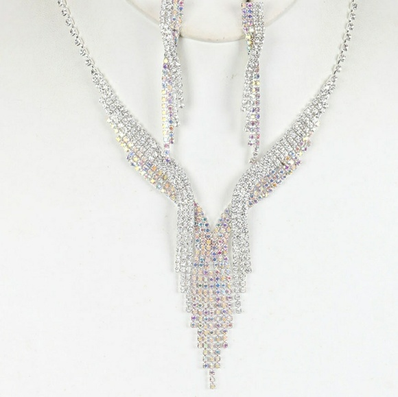 6d539db2fb792 New V neck Rhinestone necklace and earrings set Boutique