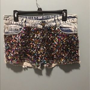 Pants - Semi high waisted sequences shorts