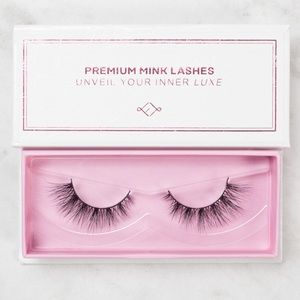 f60ae602166 Forever luxe Lashes's Closet (@foreverluxe) | Poshmark