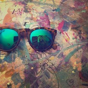 Illesteva Accessories - Illesteva tortoise sunglasses