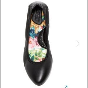 Born Shoes - Born Flats Size 8
