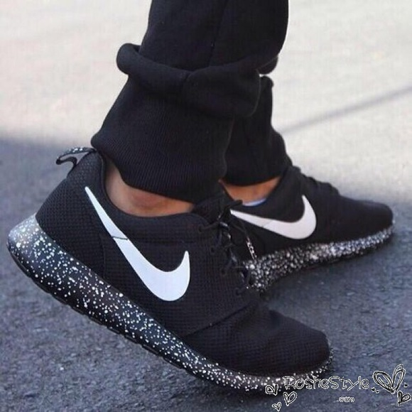 info for eda50 a6797 Black speckled Nike Roshe. M 590a270656b2d6370b00f3f2