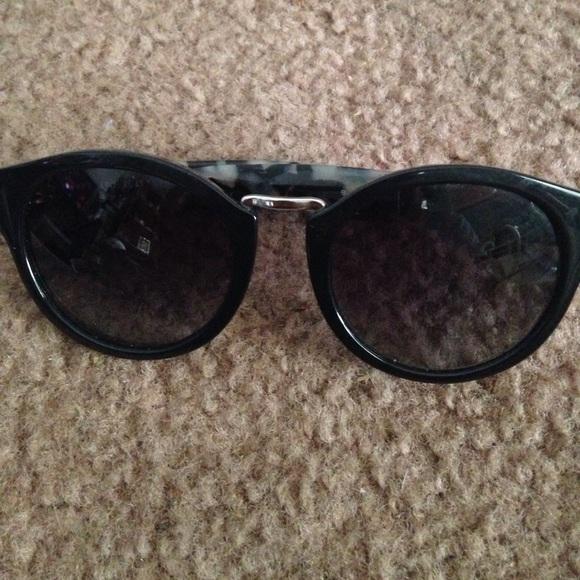 1191100499a1 Burberry sunglasses. Burberry. M 590a338dbf6df5939e01255f.  M 590a33c3291a35c7150183e3. M 590a338dbf6df5939e01255f   M 590a33c3291a35c7150183e3