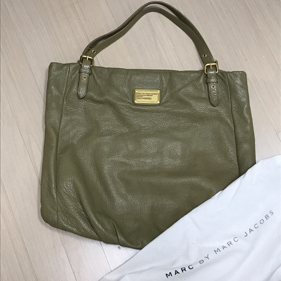 29543f3a8136 Marc Jacobs Classic Q Shop Girl Tote leather  495.  M 590a342078b31c2b270184a1