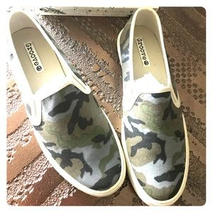 Shoes - NEW CAMO SLIDES